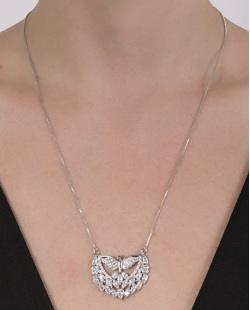 Colar folheado de metal prateado com pedra e strass cristal Eva