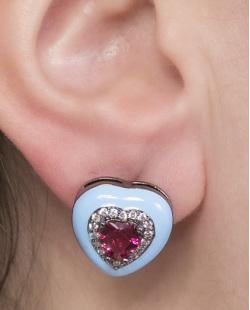 Brinco pequeno de metal grafite azul com pedra rosa Lyris
