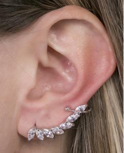 Ear cuff de metal prateado com pedra cristal Poliana