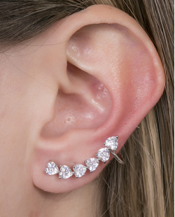 Ear cuff de metal prateado com pedra cristal Marcela