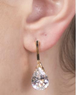 Brinco pequeno de metal dourado com pedra cristal Elaine