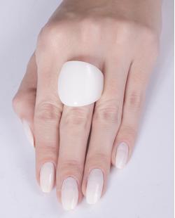 Anel de acrílico branco Gisela