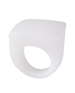 Anel de acrílico branco Pâmela