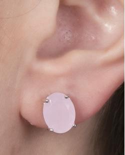 Brinco pequeno de metal prateado com pedra rosa Graciane