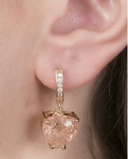 Brinco de argola de metal dourado com pedra rosé Marieta