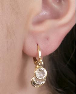 Argola de metal dourado com pedra cristal Andréia