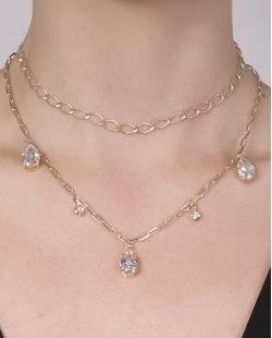 Kit 2 colares de metal dourado com pedra cristal Benta