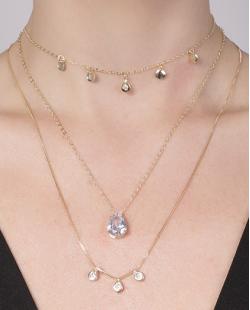 Kit 3 colares de metal dourado com pedra cristal Benícia