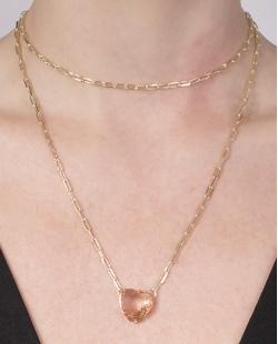 Colar de metal dourado com pedra rosé Brenda