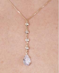 Colar folheado de metal dourado com pedra cristal Samara