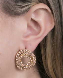 Brinco pequeno de metal dourado com strass rosé Graziela