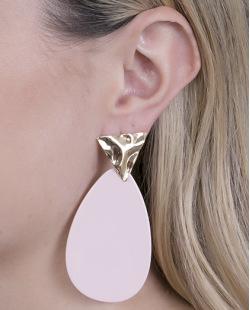 Maxi Brinco de metal dourado com acrílico rosa Lívia
