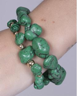 Kit 2 pulseiras de metal dourado com pedra verde Queren