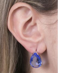 Brinco pequeno de metal prateado com pedra azul Pauline