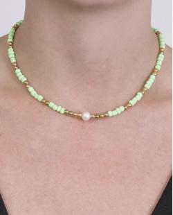 Gargantilha choker de metal dourado com pedra verde Júlia