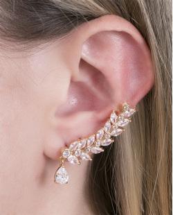 Ear cuff de metal dourado com pedra cristal Áurea