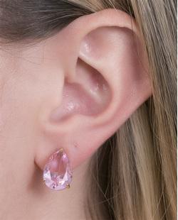 Brinco pequeno de metal dourado com pedra rosa Pandora