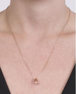 Colar de metal dourado com pedra rosé Kira