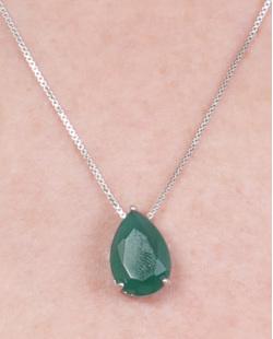Colar de metal prateado com pedra verde Kauane