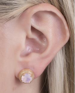 Brinco pequeno de metal dourado com pedra rosa Alana