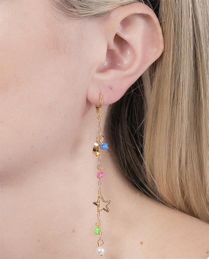 Argola de metal dourado com pedra azul, rosa e verde Barry