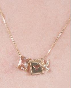 Colar de metal dourado com pedra rosé Fiorella