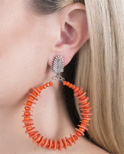 Maxi brinco de metal prateado com acrílico laranja Loren