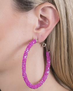 Argola de metal prateada com paetê violeta Sasha