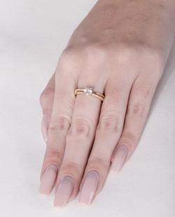 Anel dourado com strass cristal Sônia