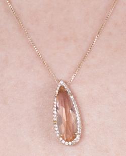 Colar dourado com pedra rosé Lílian