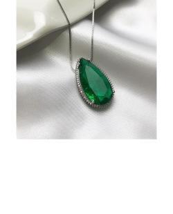Colar prateado com pedra verde gota Diana