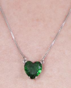 Colar prateado com pedra verde Kyara