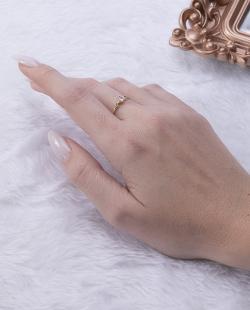 Anel folheado dourado com pedra cristal Tassí