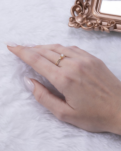 Anel folheado dourado e prata com pedra cristal Shaki