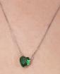Colar prateado com pedra verde Bazzi