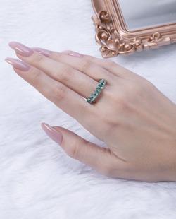 Anel prateado com pedra verde Titta
