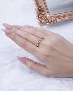 Anel dourado com pedra cristal Titta
