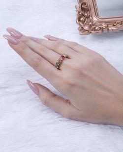 Anel dourado com pedras coloridas Lives 2