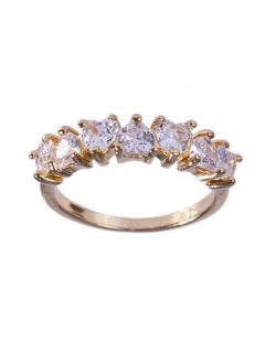 Anel dourado com pedra cristal Lives