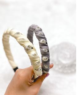 Tiara de tecido bege com pedra cristal Tuka