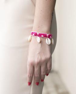 Pulseira rosa e branco com búzios Rayn