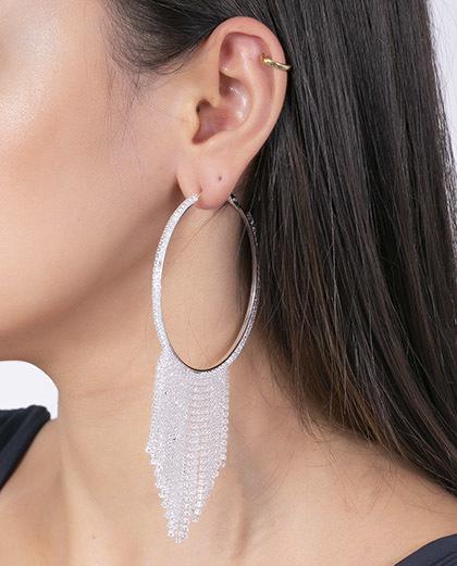 Argola prateada com strass cristal Gloss