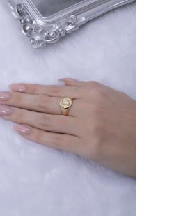 Anel dourado letra D