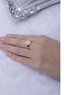 Anel dourado letra E