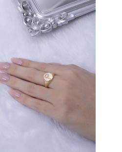 Anel dourado letra P
