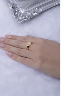 Anel dourado letra R