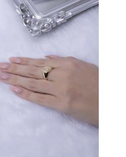 Anel dourado letra S