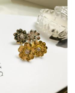 Brinco pequeno dourado com pedra cristal Cami
