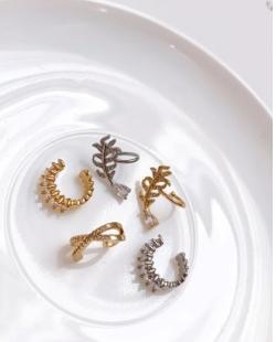 Piercing fake dourado cravejado com zircônia Folha