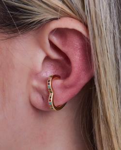 Piercing fake dourado com strass colorido Yumi